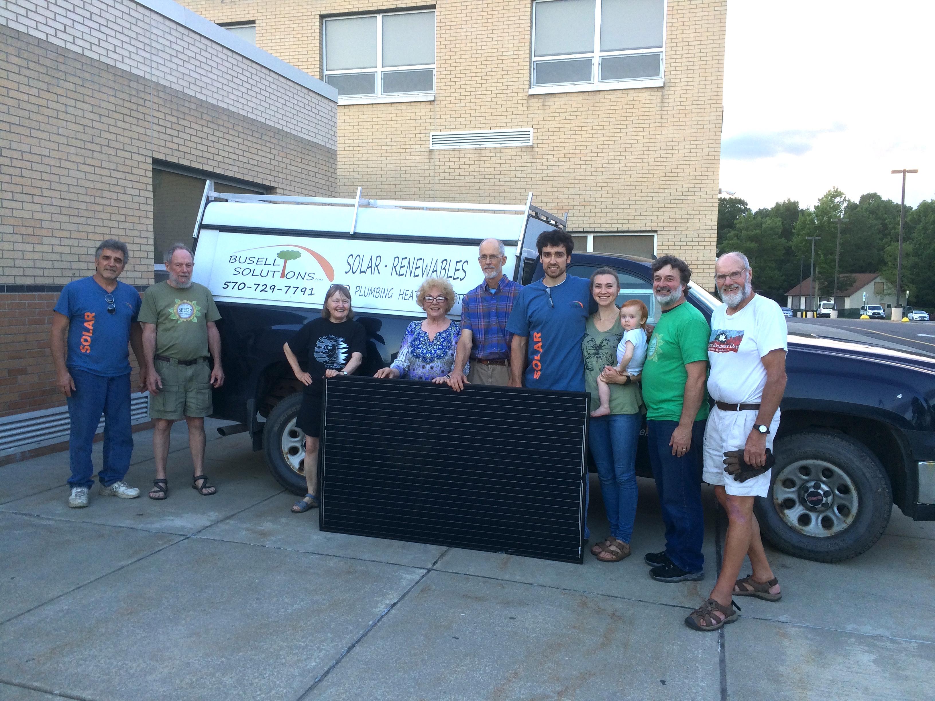 Photo of SEEDS volunteers at the DIY Solar Installation workshop.